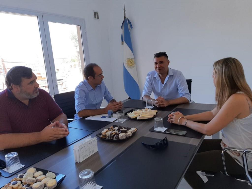Pisano firmó un convenio de colaboración y recorrió la reconocida localidad de Añelo