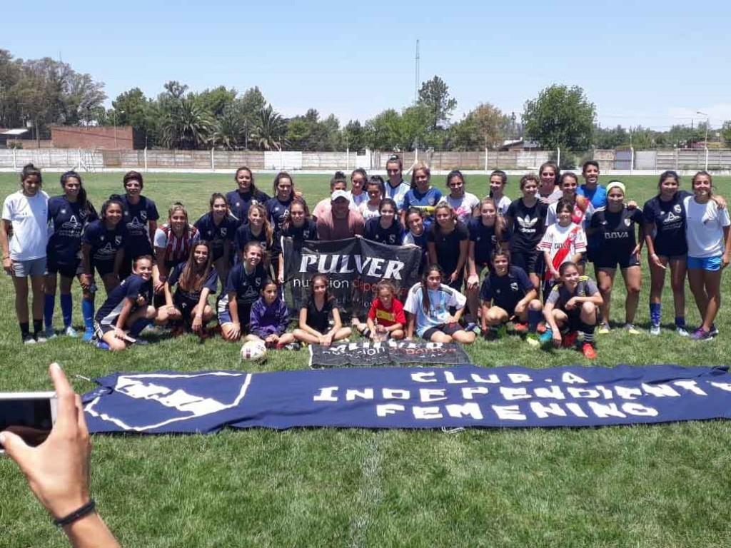 El plantel femenino de Independiente participó de una clínica de futbol en Daireaux