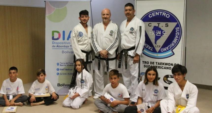 Alumnos/as del DIAT rindieron un examen de taekwondo