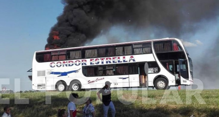 Cañuelas: Tomó fuego un colectivo que viajaba rumbo a Olavarría