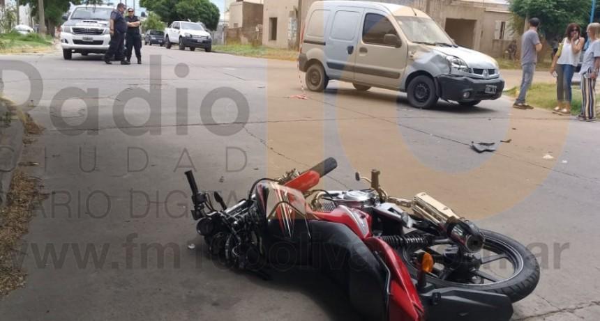 Violento impacto en Sáenz Peña y Alberti; Un motociclista fue hospitalizado