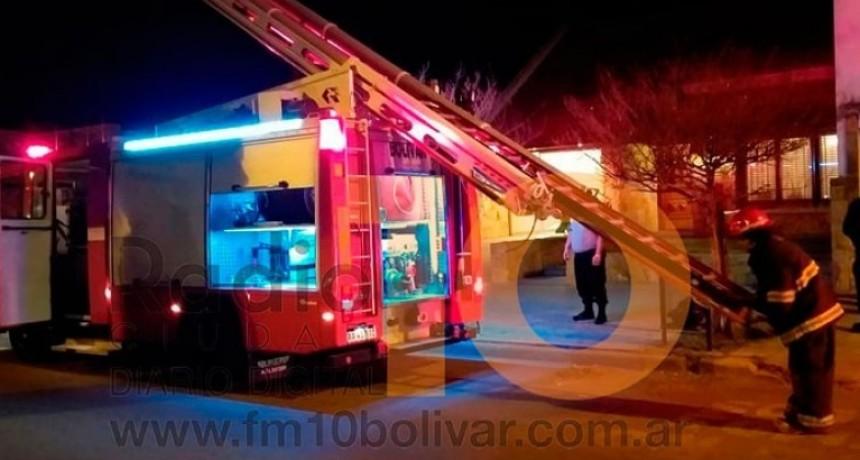 Se produjo el incendio de una dependencia interna de una vivienda; No hubo heridos