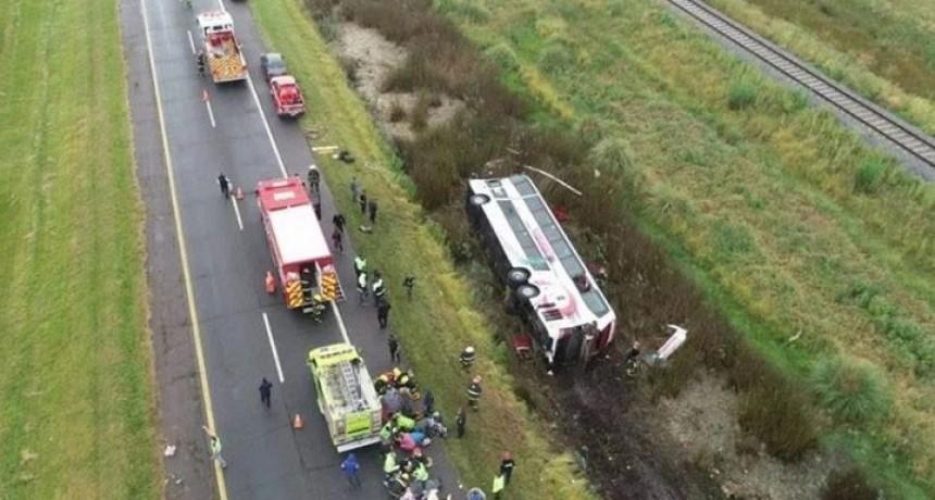 Ruta 2: Al menos 15 heridos al volcar un micro que se dirigía a Mar del Plata