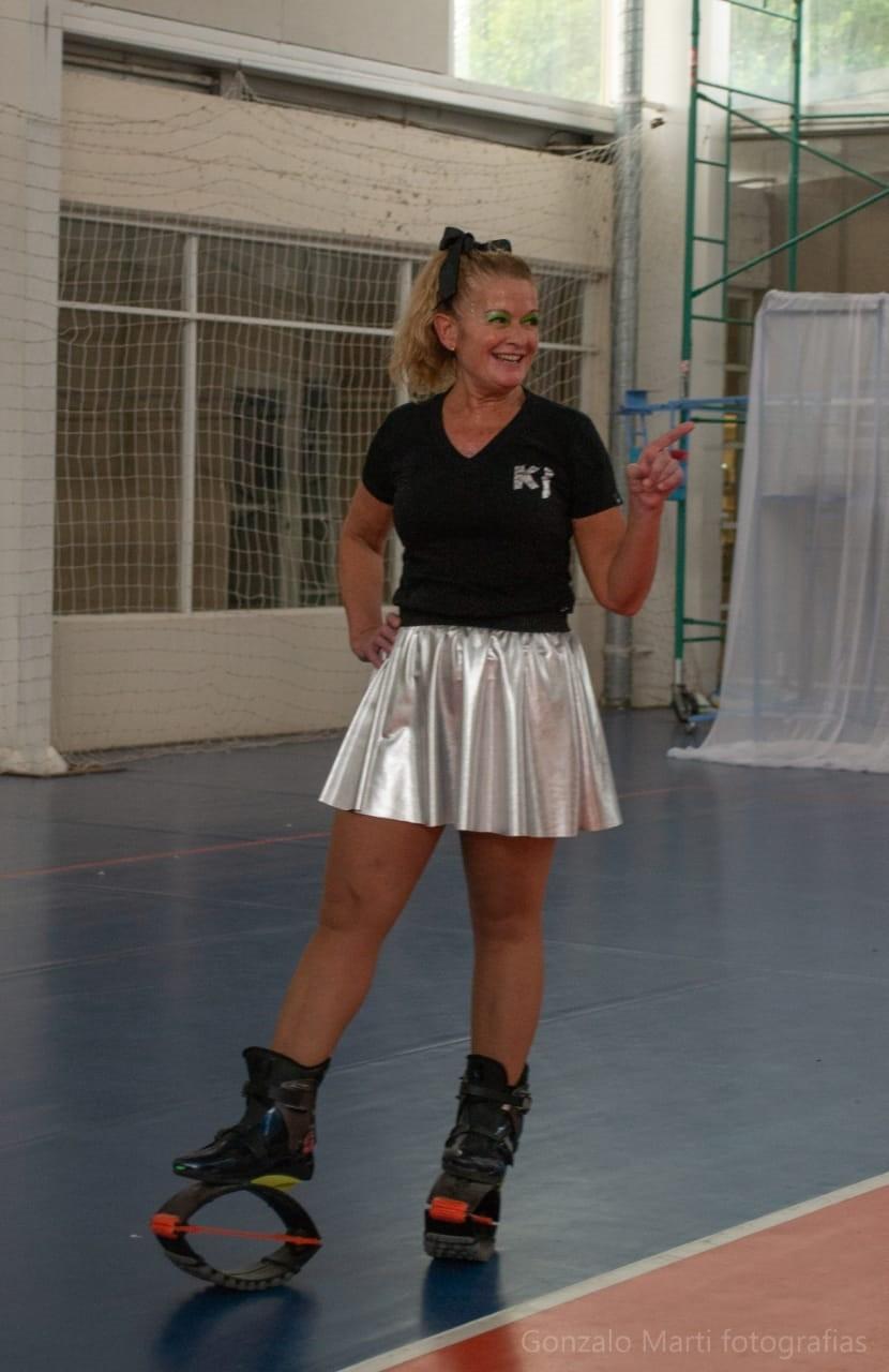 """Cristina Defrini: """"Saltando y pasándola más que bien, se fortalece la musculatura, mejora el equilibrio y se queman muchas calorías"""""""