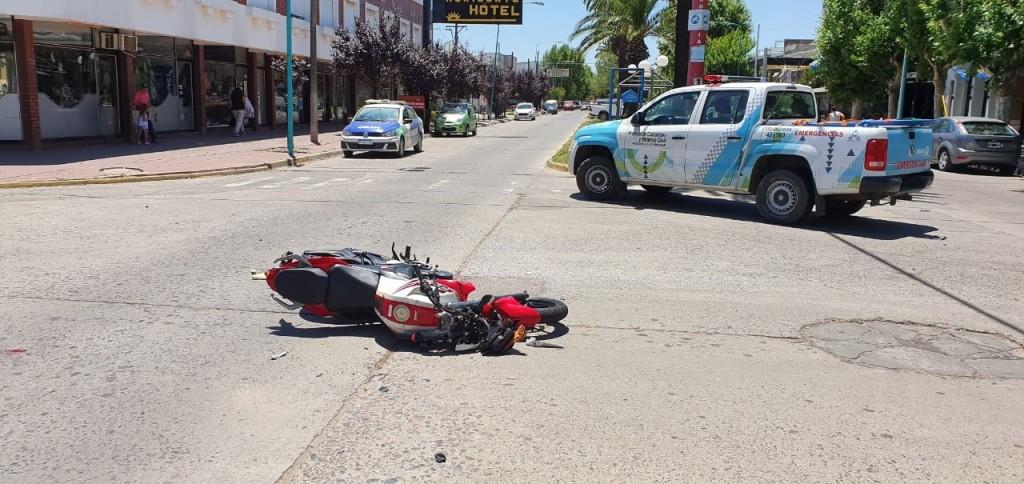 El joven motociclista se recupera favorablemente en el hospital local, es una buena noticia